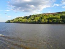 Die rechte Bank des Kama-Flusses stockfotos