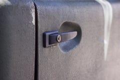 Die rechte Tür des Autos khakifarbig lizenzfreies stockfoto