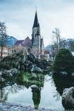 Die Reflexion der Kirche, Interlaken, die Schweiz Stockbilder