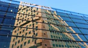 Die Reflexion des drehentorsos Stockbilder