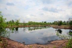 Die Reflexion und Effekte, die vom Wasser umweltsmäßig sind, verseuchten Esprit Stockfoto