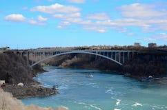 Die Regenbogen-Brücke und der Niagara Fluss Stockfoto