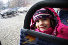 Die Reise eines kleinen Mädchens Lizenzfreie Stockfotos