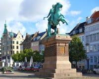Die Reiterstatue des Bischofs Absalon auf dem Hojbro Plads Stockfotos
