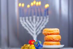 Die religiösen Symbole des jüdischen Feiertags Chanukka lizenzfreie stockfotografie