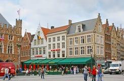 Die Restaurants von Markt-Quadrat in Brügge Stockfotografie