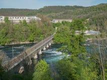 Die Rheinfall in die Schweiz-Vorfr?hlingsder zeit stockfotografie