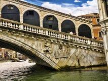 Die Rialto-Brücke in Venedig Italien Lizenzfreies Stockfoto