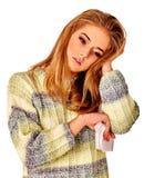 Die Risse der Frauen Die Gründe sind möglicherweise unterschiedlich colds lizenzfreies stockfoto