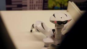 Die Roboterspinne geht und bewegt sich Moderne Robotertechnologien Künstliche Intelligenz Kybernetische Systeme heute HD stock footage
