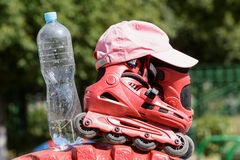 Die Rollen und die Wasserflasche Lizenzfreie Stockfotos