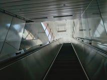 Die Rolltreppe der MRT-Station in Kaohsiung, Taiwan lizenzfreies stockbild