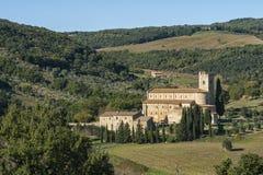 Die romanische Abtei von Sant Antimo ist ein ehemaliges Benediktinerkloster im comune von Montalcino Lizenzfreies Stockfoto