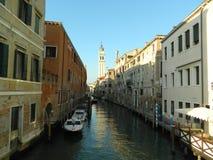 Die romantischen gongolas des Canal Grande in Venedig Italien stockfotografie