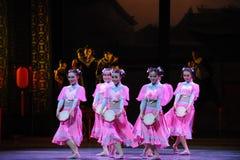 Die rosa des Mädchens-D Tat zuerst von Tanzdrama-c$shawanereignissen der Vergangenheit Lizenzfreie Stockbilder