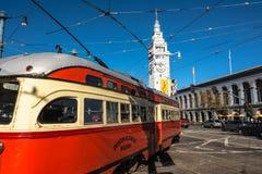 Die rote beige Tram in San Francisco Lizenzfreies Stockfoto