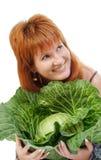 Die rote Frau mit Kohl Lizenzfreies Stockfoto
