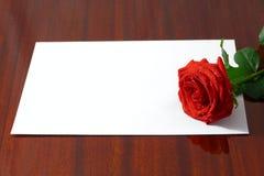 Die rote Rose lizenzfreie stockfotos