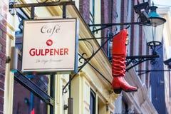 Die rote Stiefelstange gelegen am Rotlichtviertel in Amsterdam lizenzfreie stockfotografie