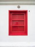 Die roten Fenster am Marmortempel, Bangkok Thailand Stockfotografie