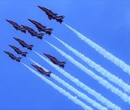 Die roten Pfeile gefangen bei Cosford Airshow lizenzfreies stockfoto