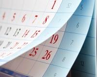 Die Rotzahlen auf dem Kalender Stockfoto