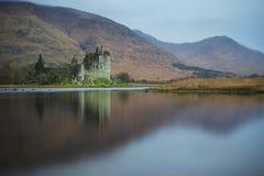 Die Ruinen alten Kilchurn-Schlosses in Schottland stockbilder