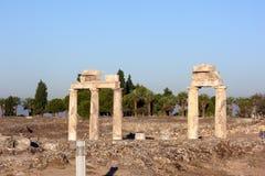 Die Ruinen der alten Stadt von Hierapolis nahe Pamukkale, die Türkei stockbild