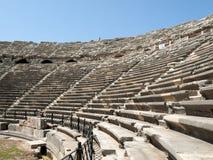 Die Ruinen des alten römischen Amphitheatre in der Seite Lizenzfreie Stockfotos