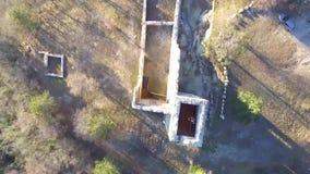 Die Ruinen des alten Schlosses von der Luft stock video footage