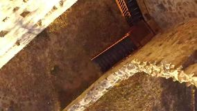 Die Ruinen des alten Schlosses von der Luft stock footage
