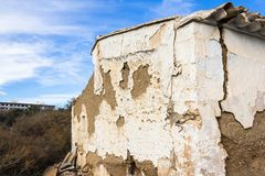 Die Ruinen eines alten Hauses stockfoto