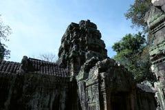 Die Ruinen eines alten hindischen Tempels im kambodschanischen Dschungel Warmer sonniger Tag Meisterwerke der Weltarchitekturkuns lizenzfreies stockfoto