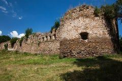 Die Ruinen eines alten Schlosses Lizenzfreie Stockbilder