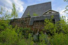 Die Ruinen eines verlassenen Sanatoriums der Zeiten des Sowjets stockfoto
