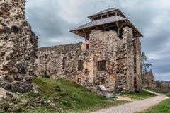 Die Ruinen von Rauna-Schloss Lizenzfreie Stockfotos