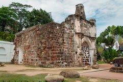 Die ruinierten Tore des portugiesischen Forts ein Famosa, Porta De Santiago Lizenzfreie Stockfotos