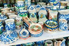 Die rumänischen traditionellen Tonwarenplatten, gemalt mit Besonderen folgert Siebenbürgen Lizenzfreie Stockfotos