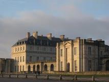 Die südliche Seite des Chateaus de Vincennes, gegenüber von dem Parc Blumende Paris, Paris lizenzfreie stockfotografie