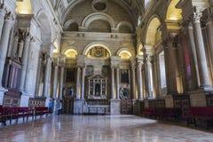 Die Sakristei ist ein rechteckiger Raum von 12 durch 22 Meter, ein Meister Stockbild