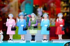 Die Sammlung der Königinpuppen in einem Souvenirladen in London lizenzfreies stockbild