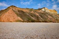 Die Sandsteinklippen der Juraära, die von Strand Salcombe Regis steigt stockbilder