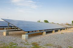 Die saubere Energie der Solarzellen mit Kopienraum Stockbilder
