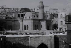 Die schöne alte Stadt von Baku, Aserbaidschan in Schwarzweiss Lizenzfreie Stockfotografie