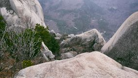 Die schöne Ansicht von der Hochgebirgespitze Ulsanbawi Stockfotografie