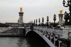 Die sch?ne Br?cke Alexander III. in Paris lizenzfreie stockfotos