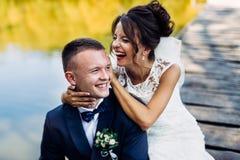 Die schöne Braut und der Bräutigam Stockfotografie