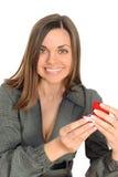 Die schöne Frau mit dem geöffneten Geschenk, Stockfoto