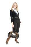 Die schöne Frau mit einer Handtasche. Stockfotografie
