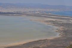 Die schöne natürliche Überblicklandschaft Sumpfgebiet-Limassols Salt Lake in Zypern lizenzfreie stockfotos